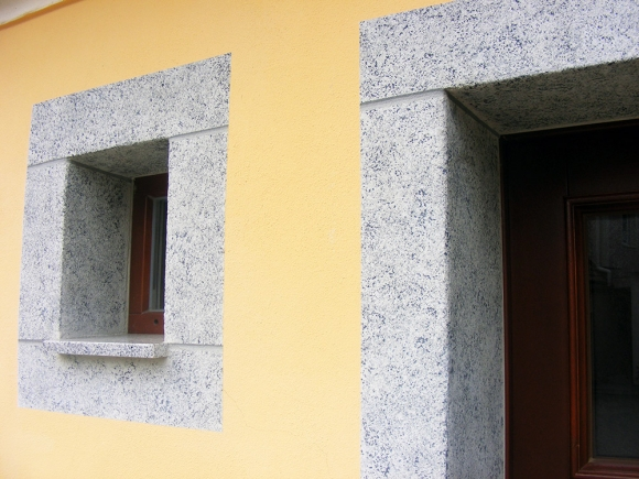 Fassadenrenovierung des Armhauses zu Reichenbach mit Granit Imitation