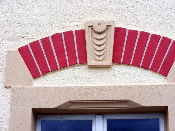 Fassadenrenovierung eines Mehrfamilienhauses im Haselbachtal mit Ziegelstein Imitation